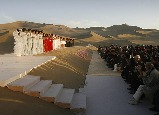 models-gather-on-a-catwalk-in-the-desert