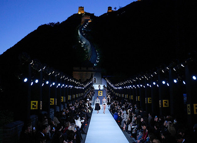 fendi-great-wall-of-china-fashion-show-runway