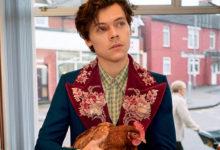 Photo of В шерстяных носках и с курицей: Гарри Стайлс в новой рекламе Gucci