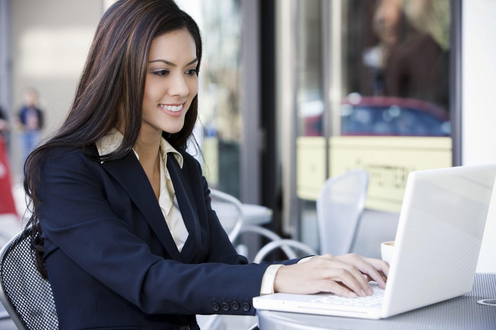 business-woman_on-laptop_2_quavondo_i-8634421